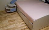 Dvigulė lova 160x200 su naktiniais staliukais...