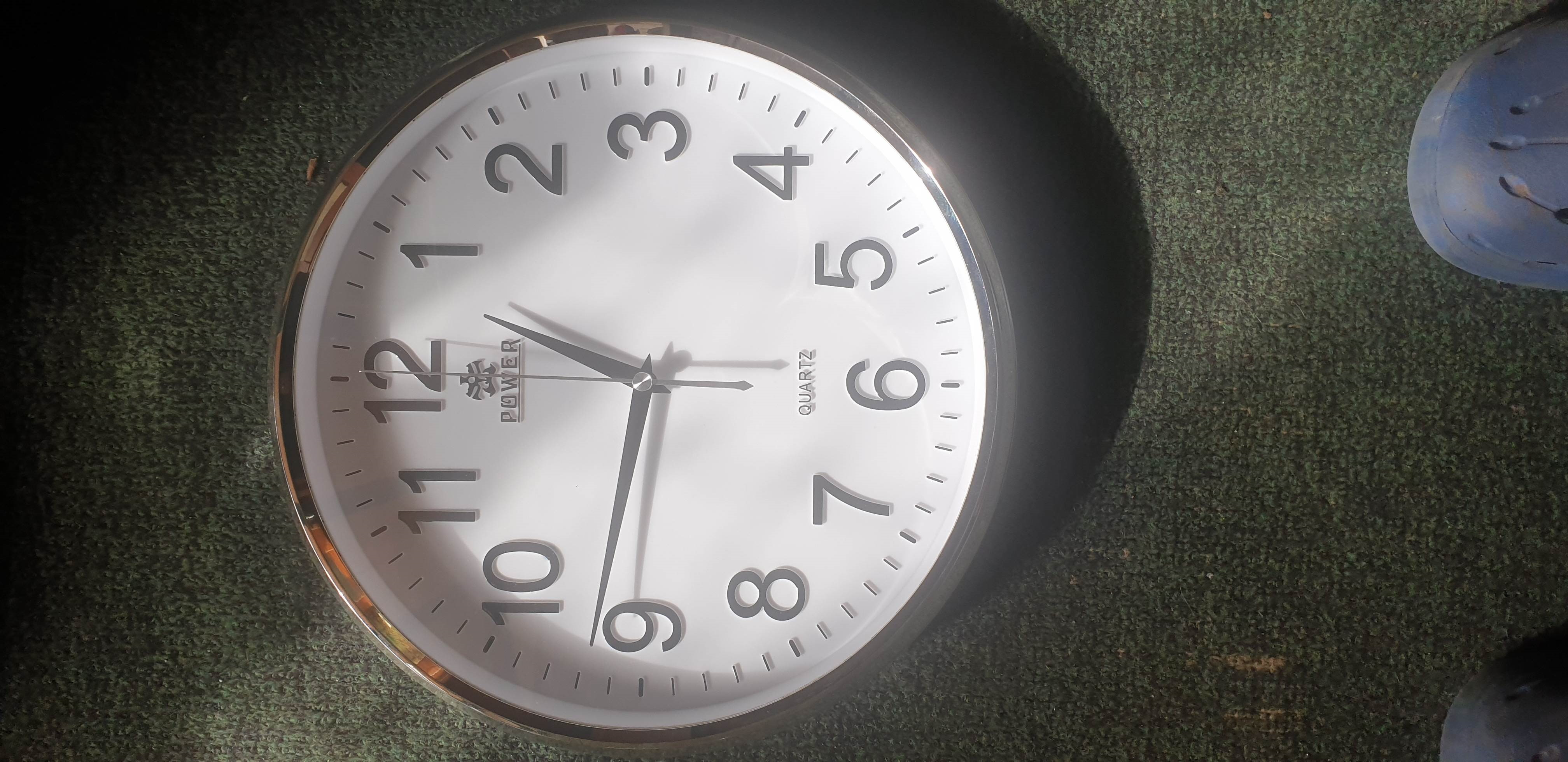 Laikrodis-slapta stebėjimo kamera su WI-FI