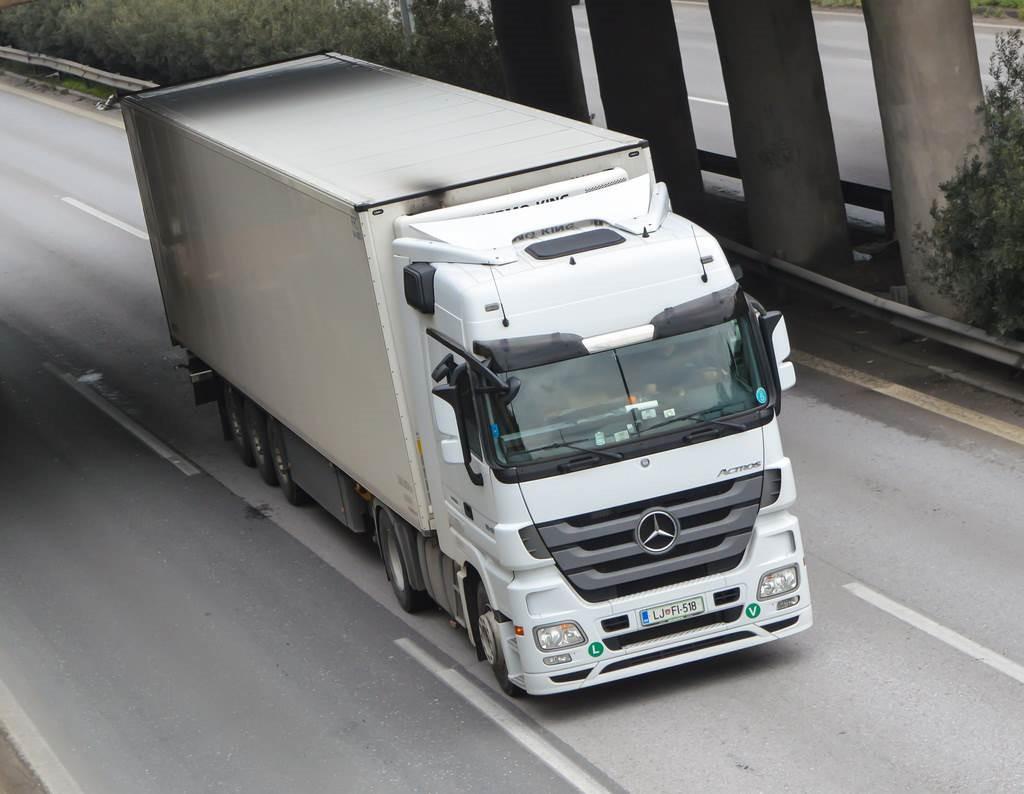 Pilnų ir dalinių krovinių pervežimas / krovinių gabenimas!  Vežame nuo 50 kg. iki 24 tonų . Negabaratiniai kroviniai / pilni kroviniai. Kaunas - Vilni