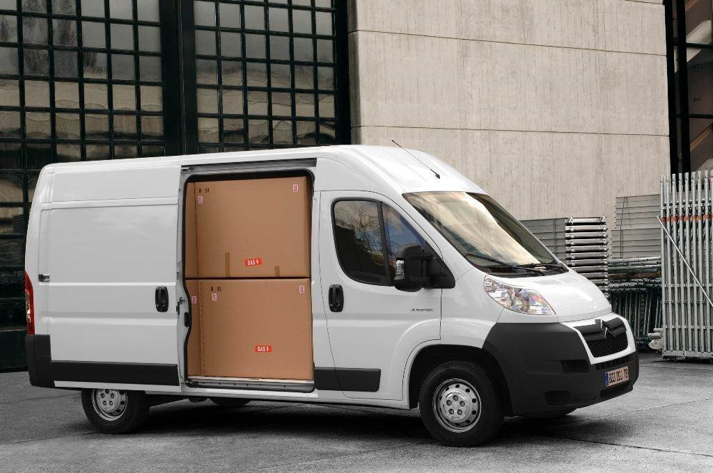Skubus kroviniu pervežimas. !Extra paslauga - ypač skubių siuntų gabenimas! Krovinių pervežimas ir perkraustymas visą parą. Express paslauga - skubus