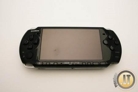 SONY PSP 2000 NEŠIOJAMA ŽAIDIMŲ KONSOLĖ, MP3  MP4